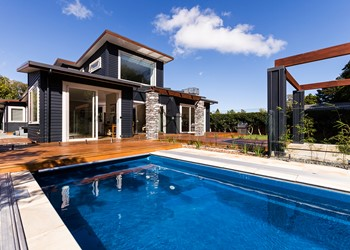 Best new home builders NZ, beautiful swimming pool